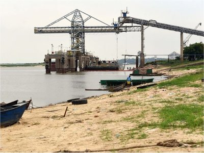 El río no para de bajar y ya golpea al transporte fluvial