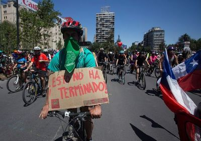 """""""Esto aún no termina"""": Chile se prepara para un 'super lunes' de protestas"""