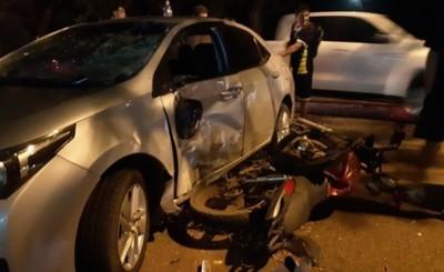 Motociclista muere tras embestir contra vehículo que ingresaba a motel