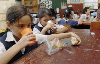No convocaron a proveedores y arriesgan merienda escolar en 73 municipios
