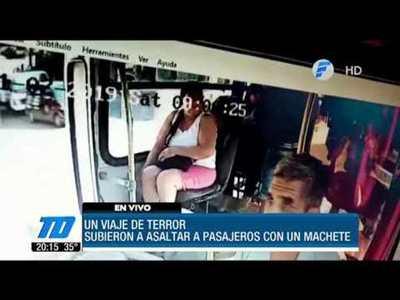 ¡Viaje de terror! Asaltan a pasajeros con machetillo