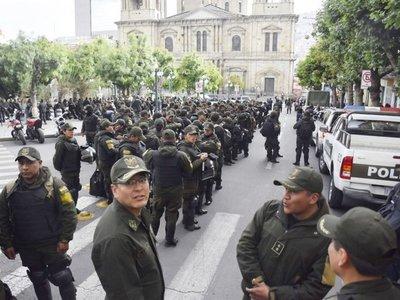 Protestas poselectorales en Bolivia se trasladan frente a instituciones