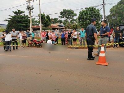 Mujer fallece tras ser embestida por una motocicleta