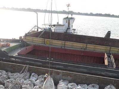 Descenso del río retrasará llegada del cemento