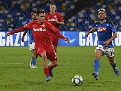 Lozano doma el efecto Haaland y acerca al Napoli a octavos