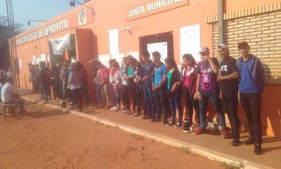 Pobladores de Arroyito se manifiestan contra intendente