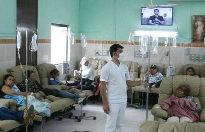 HOY / Amparo para compra de medicamentos deambula por el MSP: pacientes oncológicos sufren 6 meses sin tratamiento