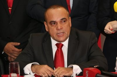 "Bachi Núñez trata de ""irresponsable"" al ministro Petta"