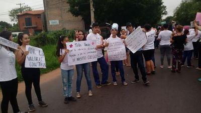 Manifestación ante inminente cierre de Centro Educativo en Luque •