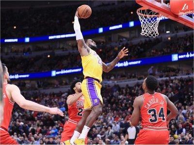 LeBron James, tercer triple-doble seguido