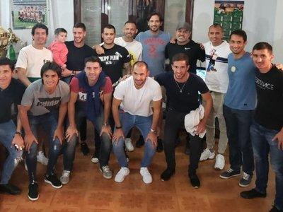 Pagos parciales y promesas evitan paro del fútbol paraguayo