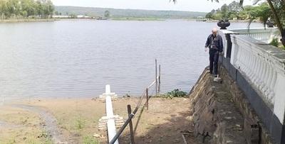 Intervienen club social por lanzar desechos al lago Ypacaraí
