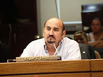 Diputado solicita renuncia de Efraín Alegre del Partido Liberal