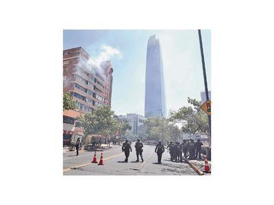 Calma de día, caos de noche: Santiago, capital de la revuelta