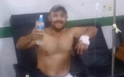 Albañil hasta se hizo una foto en el hospital, pero murió a causa de picaduras