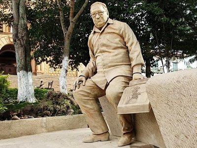 Artista desvelará escultura del ex presidente Betancur en Colombia