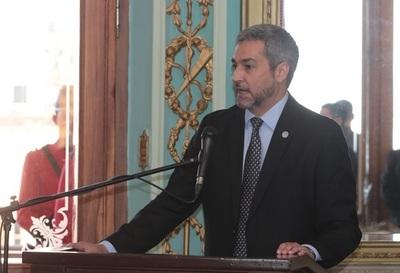 Abdo Benítez garantiza cumplimiento de ley de desbloqueo y niega espionaje