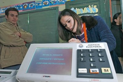 Senadores preocupados por suspensión de licitación de urnas electrónicas