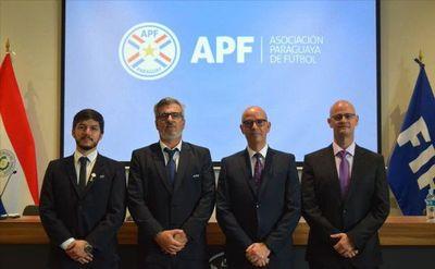 APF presenta a instructor FIFA para el VAR