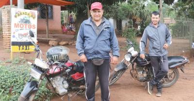"""Pioneros de los """"taxis de  2 ruedas"""" y sus vivencias"""