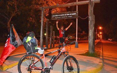 ¡El hincha de Colón que viene en bici ya tiene entrada para la final!