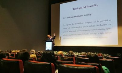 Realizan conferencia magistral sobre feminicidios en Paraguay