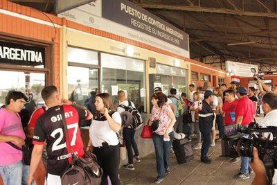 Hinchas argentinos inundan Asunción para final de Sudamericana
