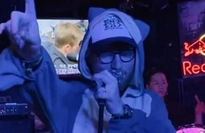Ed Sheeran sorprende a sus fans cantando karaoke vestido de Pokémon