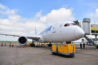 Dreamliner aterriza por primera vez en Paraguay