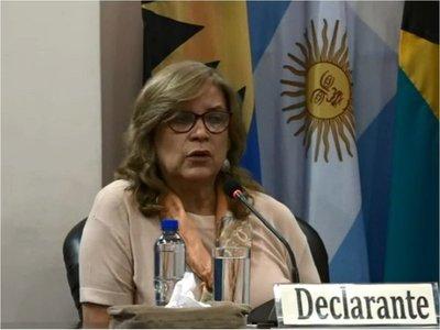 Justicia admite querella contra Cristina Arrom