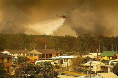 Decenas de incendios asolan el este de Australia