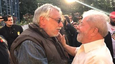 """HOY / Lugo alaba la """"entereza"""" de Lula tras 580 días de cárcel"""