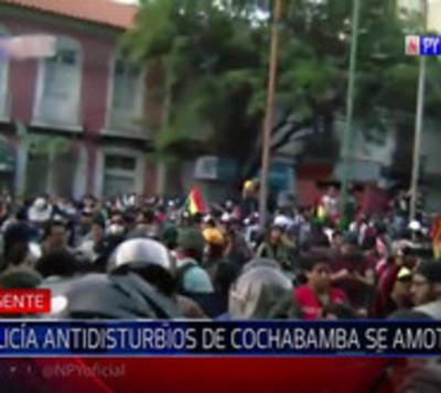 Policías de Cochabamba se unen a la protesta contra Evo Morales