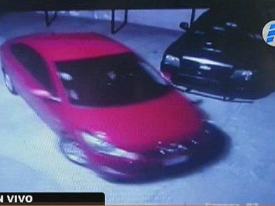 Delincuentes toman de rehén a una familia en un asalto