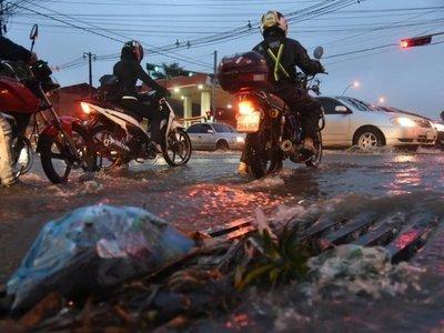 Fuertes lluvias dejan a varias ciudades sin energía eléctrica