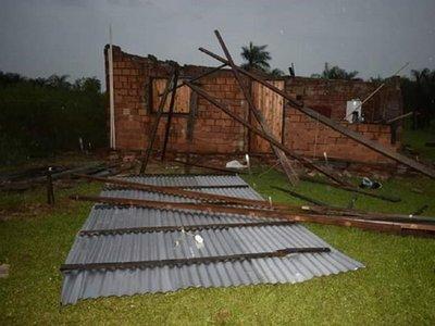 Temporal con fuertes lluvias causa destrozos en Misiones