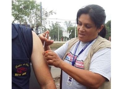 Salud Pública vacunó a población de riesgo con miras al Mundial de Fútbol de Playa