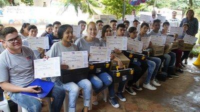 Egresados del SNPP y Sinafocal accederán a créditos para emprender sus negocios