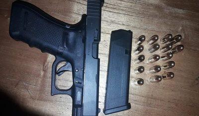 Incautan arma de fuego durante control policial