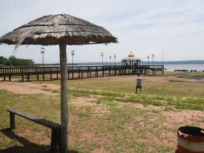 Areguá: Aguda sequía deja el muelle en tierra firme y golpea a economía