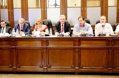 Los políticos oficialistas copan las presidencias del Jurado y del Consejo