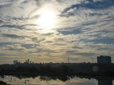 Meteorología anuncia un lunes caluroso y con posibles lluvias