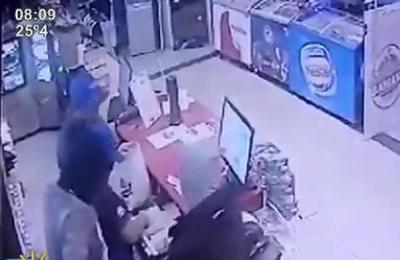 Con escopeta, pistola y pasamontañas asaltan una Estación de Servicios