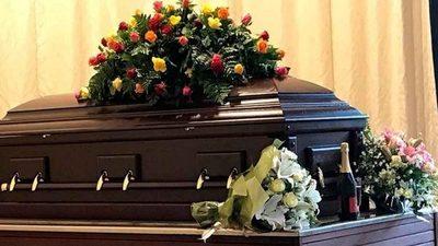 Rayo mata a seis personas en medio de funeral