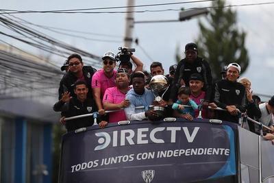 Independiente del Valle inicia ronda por Quito tras ganar la Sudamericana