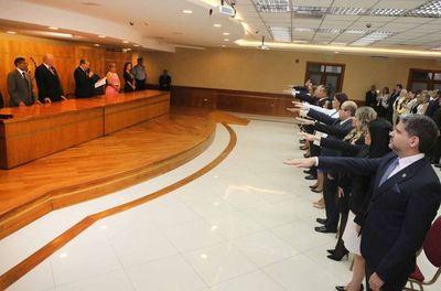 Juran 10 magistrados y 5 agentes fiscales