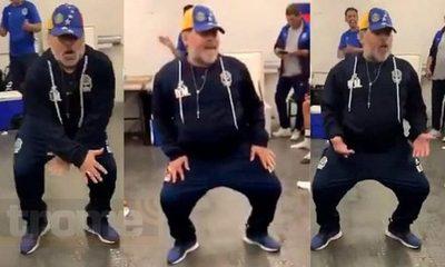 El infaltable baile de Maradona tras goleada de Gimnasia