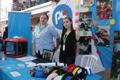 Jóvenes muestran creatividad tecnológica en Expo Innovación