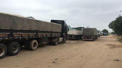 Camioneros paraguayos varados en Bolivia ruegan asistencia