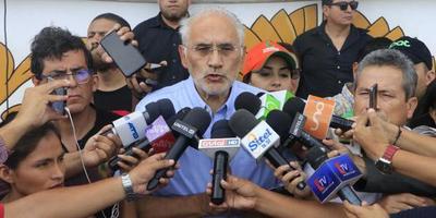 """Carlos Mesa celebra el """"fin de la tiranía"""" tras la renuncia de Evo Morales"""